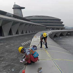 宁海国际会展中心铝板漏水维修打胶